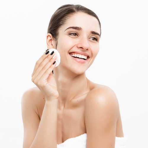 A borsmenta illóolaj és levendula illóolaj tökéletes pattanás elleni ecsetelőnek, megóvja a bőrt a felülfertőzéstől, segít a faggyútermelés szabályozásában